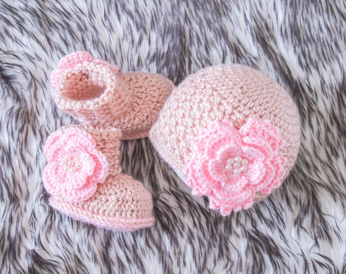 Baby girl flower hat and booties set, Baby girl reveal, Newborn Girl outfit, Preemie girl clothes, Crochet booties and hat, Baby Girl gift