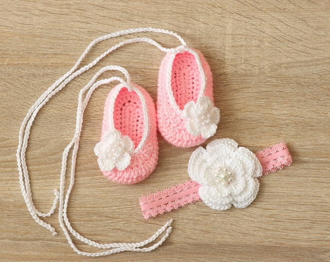 Pink Baby girl shoes and headband set - Baby girl set - Newborn girl shoes - Baby headband - Preemie girl - Pink and white- Newborn girl set