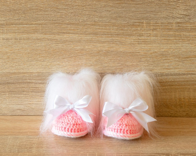Pink Baby girl booties with bows - Crochet Baby booties - Faux Fur Booties - Baby girl winter boots - Newborn girl Booties - Preemie booties