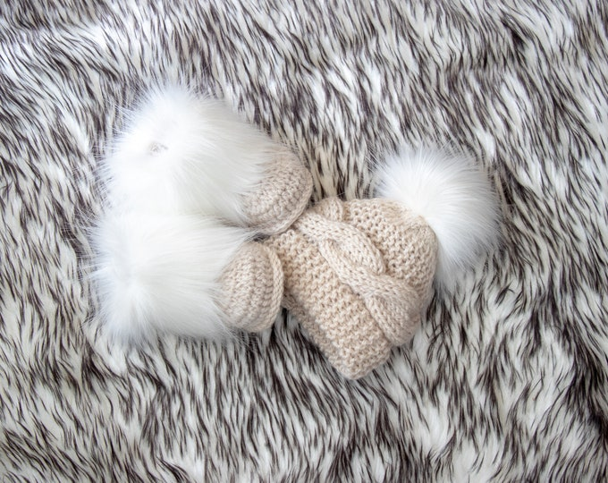 Beige baby hat and booties with white fur - Baby winter clothes - Fur booties - Pom pom hat - Gender neutral baby clothes - Baby gift