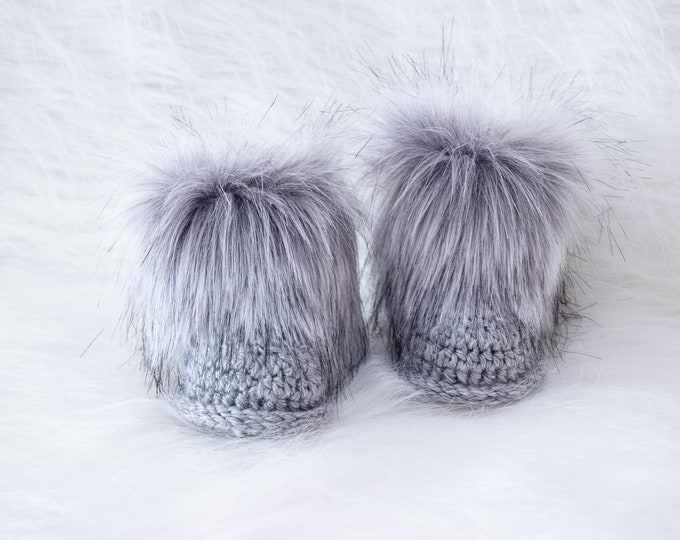 Gray baby boots, Fur baby boots, Crochet baby Booties, Baby Boy booties, Gender neutral Newborn shoes, Baby shower gift, Baby Announcement