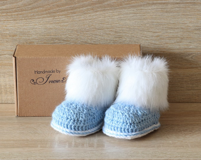 Baby boy booties - Preemie boy clothes - Fur booties - Baby winter boots - Crochet baby boots - Infant shoes - Newborn shoes - Baby boy gift
