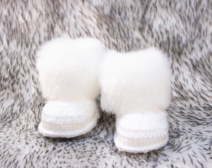 White Baby boots, Faux Fur Booties, Gender neutral booties, Newborn Shoes, Baby winter Boots, Crochet Baby Boots, Preemie booties, Baby UGGS