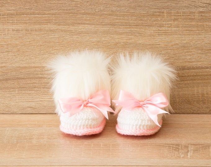 White and pink Baby girl booties with bows - Preemie baby booties - Crochet Baby girl boots - Faux Fur Booties - Newborn winter boots