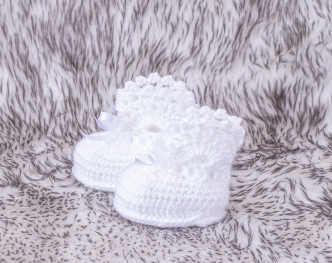 White Baby girl booties, Crochet Baby Booties, White Booties, Newborn shoes, Baptism booties, Infant shoes, Baby girl gift, Lace Booties
