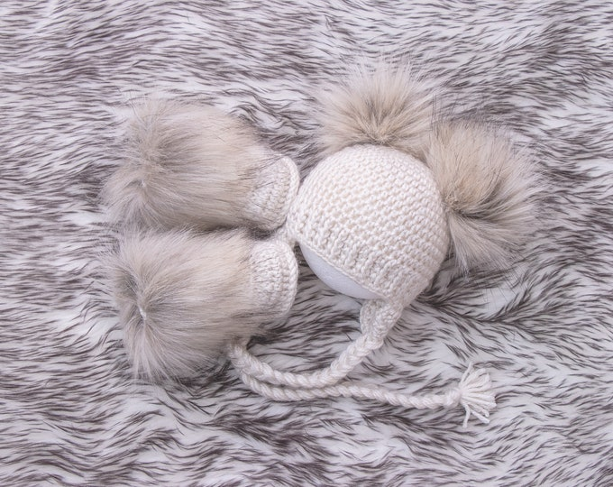 Double pom hat and booties, Beige Booties and hat, Handmade Baby clothes, Newborn winter clothes, Fur booties, Gender neutral baby outfit
