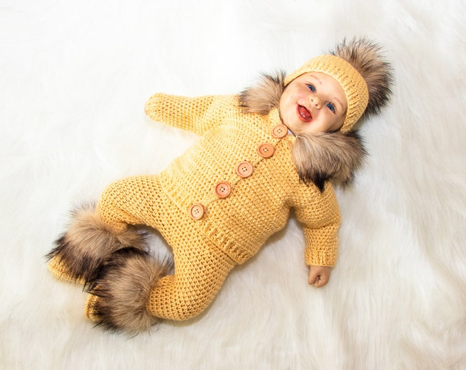 0-3 month Sand yellow hooded sweater with fur, pants, hat and booties, Gender neutral baby outfit, Newborn coming home outfit, Ready to ship