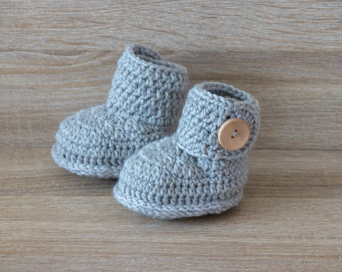 Gender neutral booties - Gray Baby booties - Preemie baby booties - Crochet baby booties - Baby shoes - Handmade baby boots - Baby gift