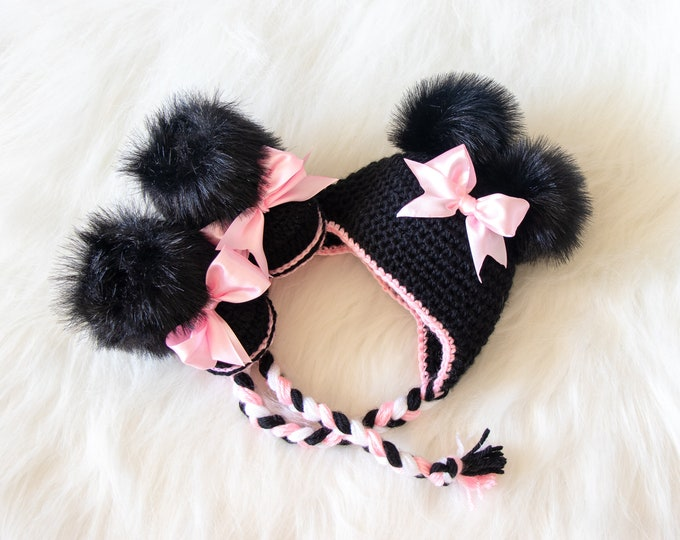 Minnie Mouse hat and booties set, Black and pink newborn girl booties and hat with bow, Disney Mouse baby girl outfit, crochet photo prop