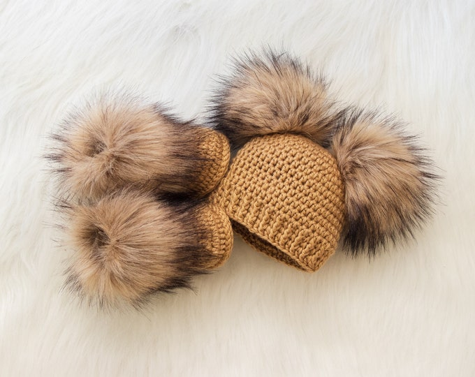 Double pom pom hat and booties, Gold Booties and hat set, Crochet baby clothes, Newborn winter clothes, Fur booties, Gender neutral baby set