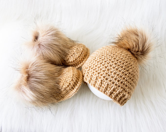 Crochet Baby Set Gender Neutral baby gift Black baby Booties and Hat with fur pom pom Unisex baby winter clothes Hat and Booties set