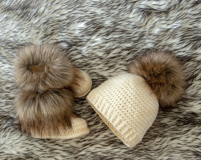 Faux fur baby Booties and Hat with fur pom pom, Crochet Baby Set, Hat and Booties set, Gender Neutral baby set, Unisex baby winter clothes