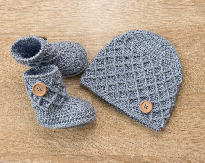 Newborn hat and booties set, Baby boy beanie and booties, Blue hat and booties, Crochet baby hat and boots, Baby boy gift, Ready to ship