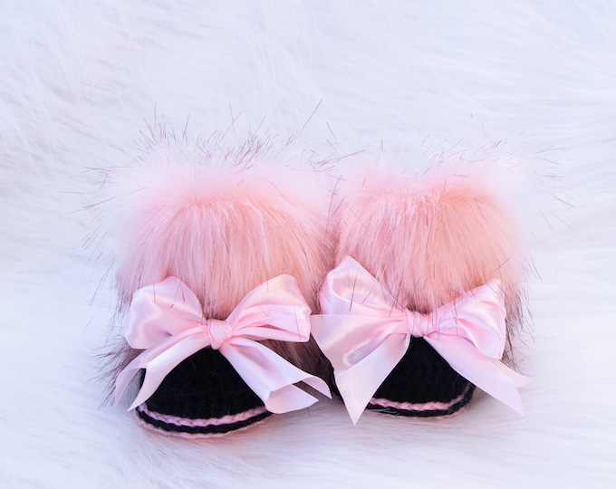 Minnie Mouse booties, Black and pink booties with bow, Newborn girl booties, Preemie girl booties, Baby girl gift, Baby girl shoes