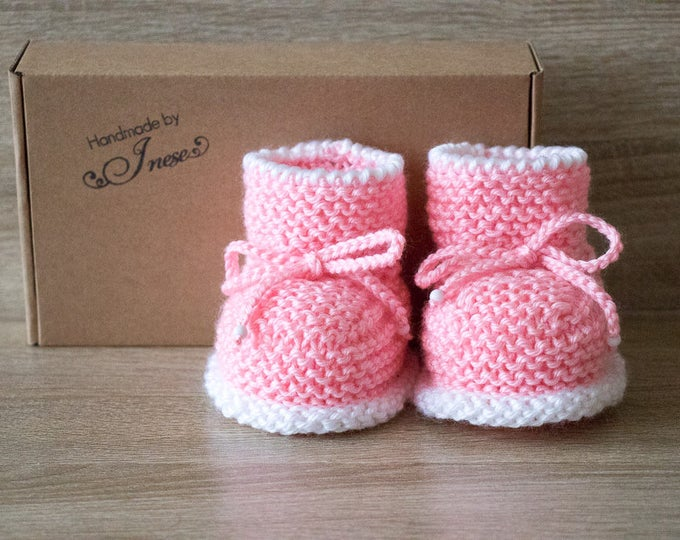 Hand Knitted Baby girl booties - Pink booties - Knit baby boots - Baby girl gift - Newborn girl booties - Preemie booties - Stay-on booties