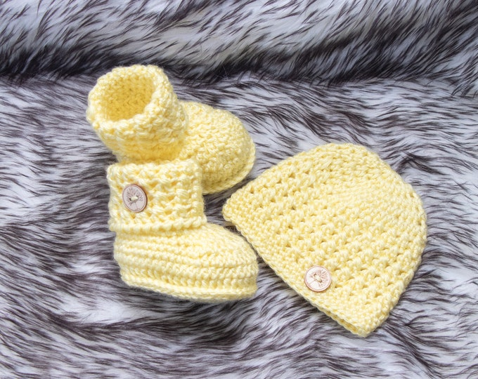 Yellow Baby hat and booties set, Gender surprise outfit, Crochet Button up Booties and beanie, Gender neutral baby clothes, New mom gift set