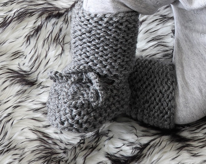 Gray Baby boots - Knitted baby booties - Baby boy shoes - Hand Knit Baby socks - Gender Neutral booties - Grey Baby Booties - Stay On Boots