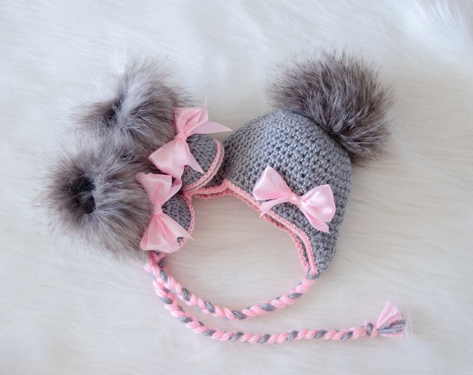 Baby girl pom hat and booties with bows, Gray and pink, Newborn Girl clothes, Baby winter clothes, Baby girl gift, Preemie girl clothes