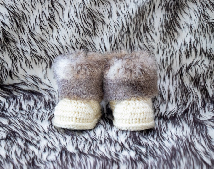 Gender neutral baby booties - Beige booties - Faux fur booties - Crochet baby  booties - Newborn booties - Baby winter boots - Infant shoes