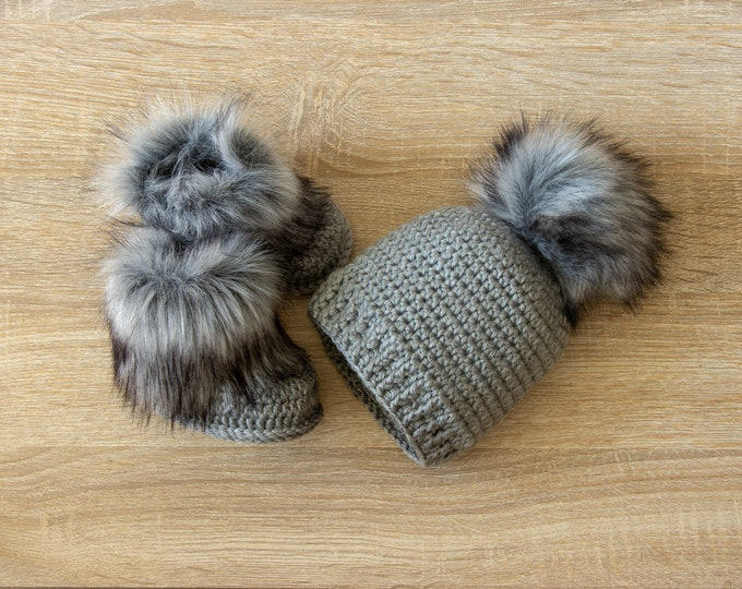 Baby Booties and  fur pom pom hat - Crochet Baby Set - Gray Hat and Booties set - Gender Neutral baby clothes - Unisex baby winter clothes