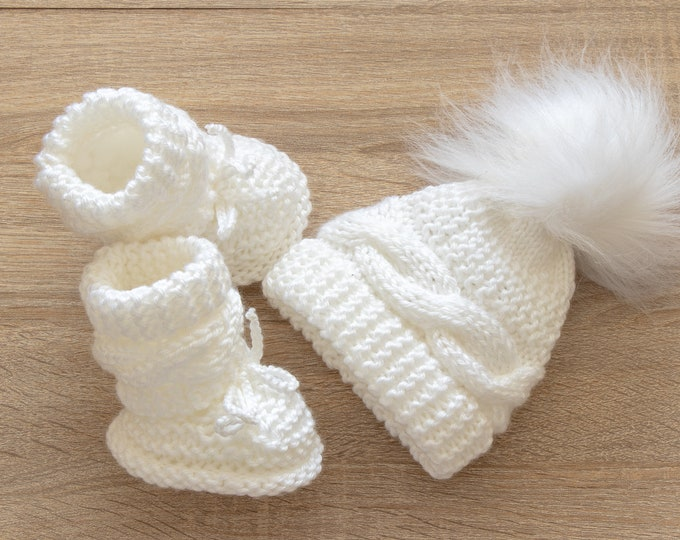 White Baby hat and booties set, Booties and hat set, Baby winter clothes, Baby Pom pom hat, Knitted Baby booties, Hand Knitted Baby set