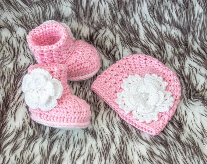 Pink Baby Girl Flower Hat and Booties, Newborn Girl gift, Preemie girl clothes, Crochet booties and hat, Baby Girl gift, Baby girl clothes