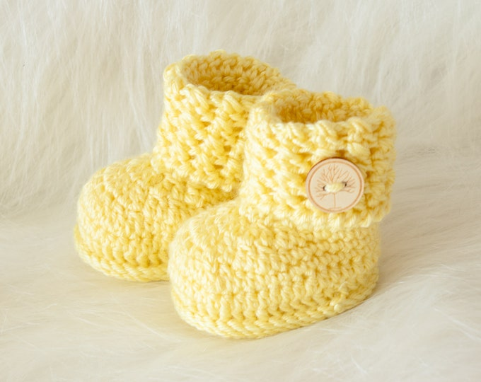 Yellow Baby booties, Crochet booties, Baby shoes, Gender neutral booties, Baby ankle boots, Newborn shoes, Preemie boots, Baby shower gift