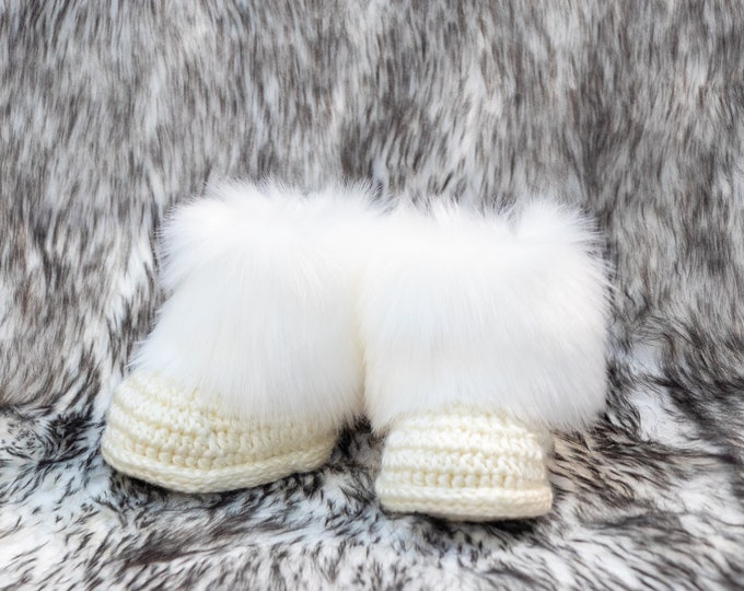 Cream baby booties, Faux Fur booties, Neutral baby shoes, Crochet baby slippers, Newborn winter boots, Booties in a box, Preemie booties