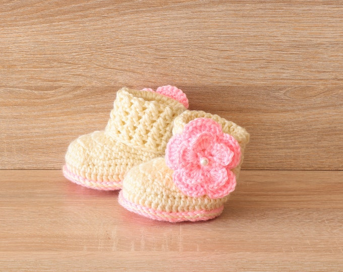 Baby girl booties - Flower booties - Baby girl gift - Newborn girl boots - Crochet flower booties- Preemie girl shoes- Cream baby girl boots