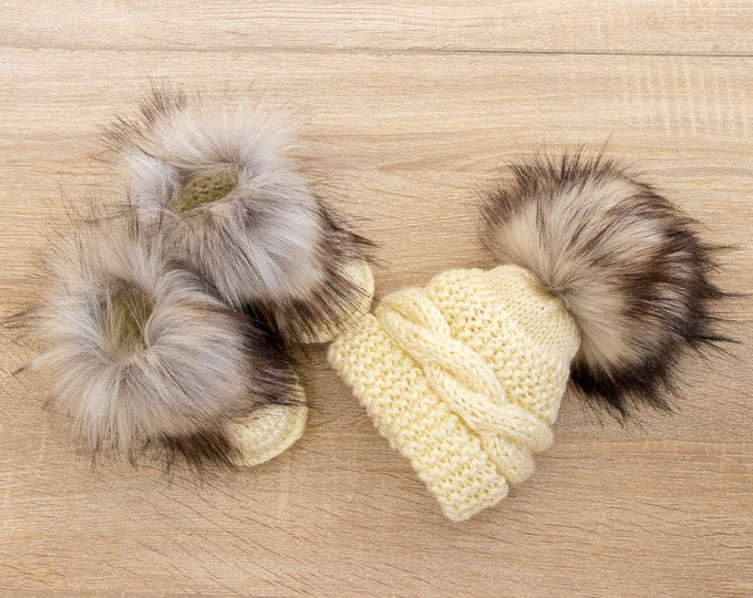 Beige baby hat and booties set - Baby winter clothes - Faux Fur booties - Pom pom hat - Gender neutral - Crochet booties - Baby gift