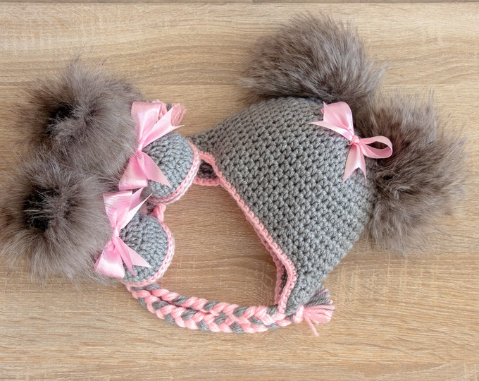 Double pom pom hat and fur booties with bows - Baby girl fur hat and booty - Baby clothes winter - Baby girl gift - Preemie girl clothes