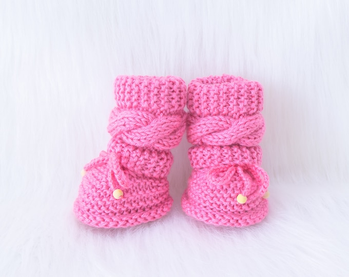0-3m Hand knit Raspberry pink Baby girl booties, Pink Newborn girl Booties, Baby girl gift, Cable Knitted Infant girl shoes, Ready to ship