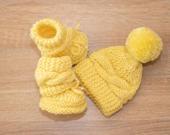 Baby set - Baby Booties and hat - Hand knitted baby set - Cable Knit Hat and Booties - Unisex baby clothes - Baby knitwear- Baby shower gift
