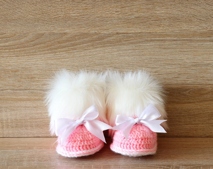 Pink Baby booties - Crochet Baby booties - Faux Fur Booties - Winter boots - Newborn girl Booties - Preemie girl booties- Booties with bows