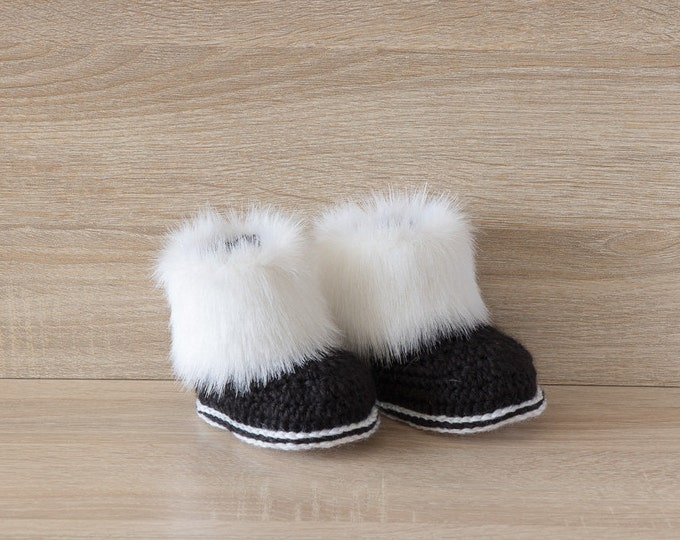 Black and white Baby Boots - Faux fur booties - Crochet booties - Gender neutral - Preemie boots - Newborn shoes - UGG - Baby boy boots