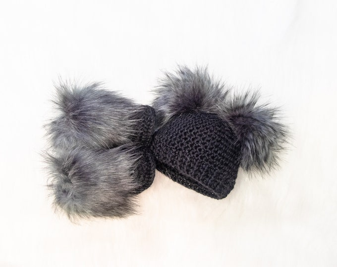 Black Double pom pom hat and booties, Black Booties and hat set, Crochet baby clothes, Newborn winter clothes, Fur booties, Gender neutral