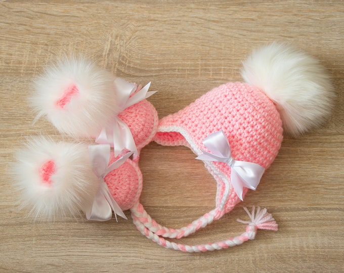 Pink Baby girl set - Baby girl shoes hat - Crochet set - Booties and hat with bows - Baby girl booties - Baby girl hat - Pink an white set