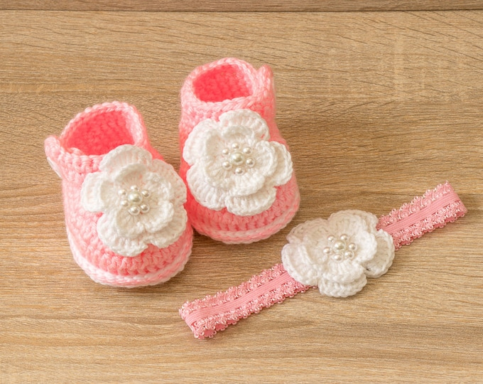 Pink Baby girl shoes and headband set - Baby girl gift - Newborn girl gift - Crochet baby clothes - Baby girl summer clothes- Pink and white