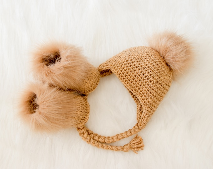 Gold Baby pom pom hat and booties, Crochet baby clothes, Baby winter clothes, Fur pom hat, Fur booties, Gender neutral baby clothes