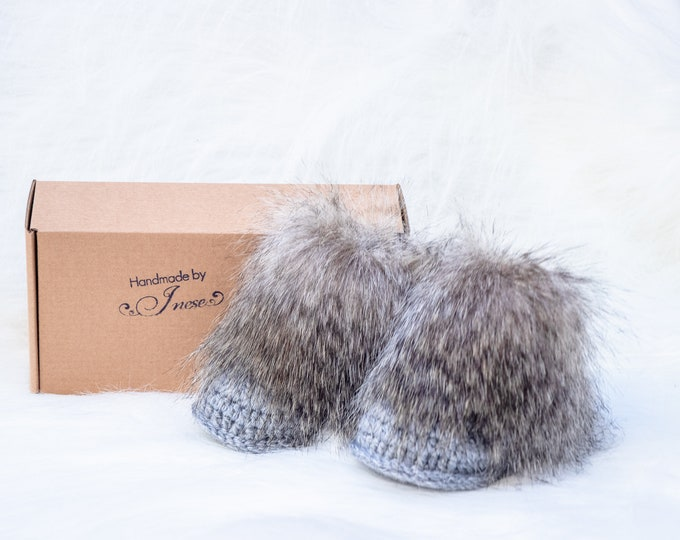 Gray booties, Baby winter boots, Faux Fur Baby Booties, Newborn booties, Crochet Booties, Baby Boy Booties, Infant shoes, Neutral baby boots