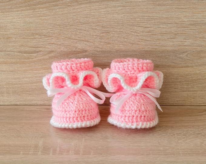 Ruffle booties - Pink baby girl booties - Newborn girl booties - Crochet Baby Booties - Baby girl shoes - Baby girl gift - Baby shower gift