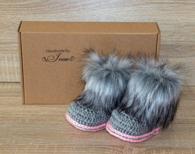 Gray and pink baby boots - Faux fur Booties - Newborn Booties - Preemie girl - Baby girl gift - Ugg style - Baby winter boots - Newborn shoe