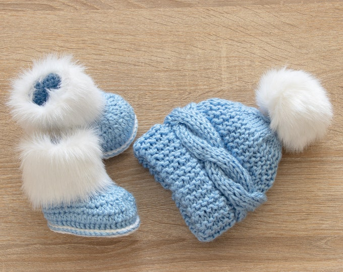 Baby boy hat and Booties set, Faux fur Booties and fur pom pom hat, Baby boy winter clothes, Baby knitwear, Hand knitted Newborn boy clothes