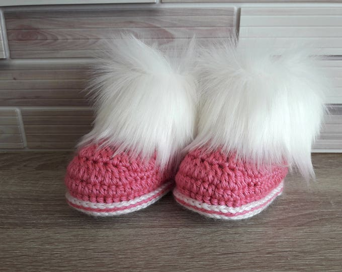 Pink Baby girl faux fur booties - Baby girl booties - Baby girl gift - Fur Booties - Newborn girl shoes - Crochet Booties - Pink and white