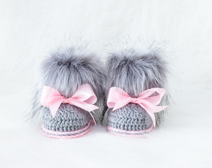 Gray and pink booties, Fur booties, Newborn girl Booties, Preemie girl, Infant boots, Baby girl gift, Baby girl shoes, Baby girl boots