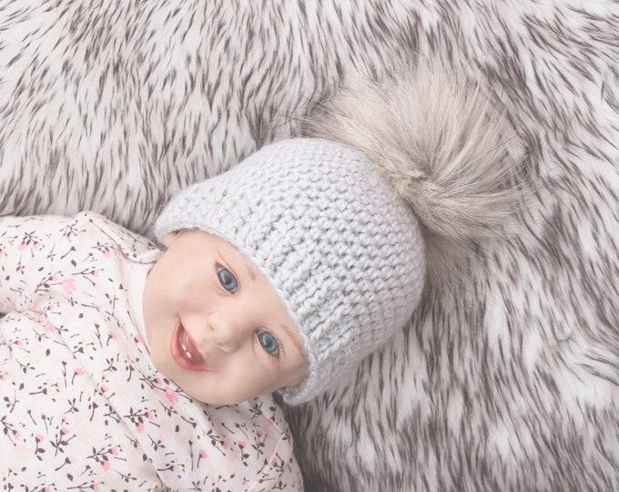 Crochet beanie with fur pom pom, Light Gray Baby hat, Newborn beanie, Fur pom pom beanie hat, Gender neutral winter hat, Toddler beanie hat