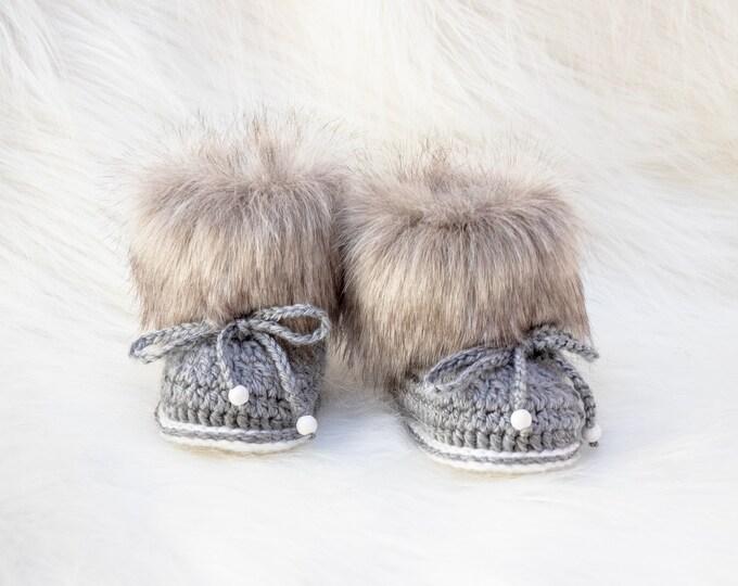 Gray baby booties, Preemie booties, Baby boy booties, Fur Baby Booties, Neutral Baby Boots, Baby winter Boots, Crochet Baby Boots, Baby gift
