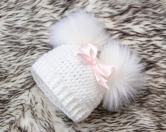 White Baby girl double pom pom hat with bow, Preemie hat, Crochet baby girl hat, Newborn girl winter hat, Baby girl gift, Baby girl beanie