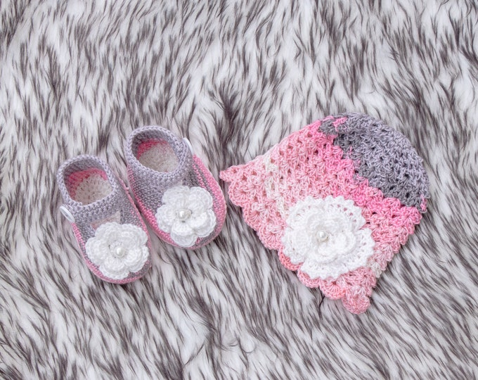 Pink and gray newborn shoes and hat set, Baby girl hat and shoe set, Newborn girl gift, Baby flower hat, Crochet Flower shoes, Ready to ship