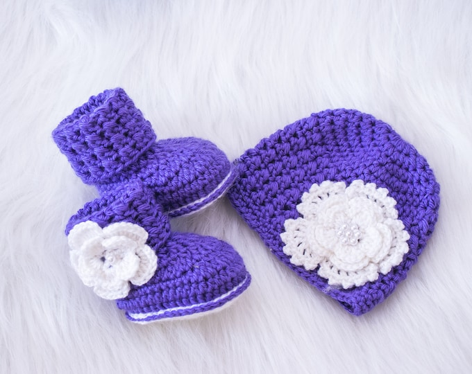 Purple Baby Girl Hat and Booties set, Newborn Girl clothes, Preemie girl clothes,Baby Girl gift, Purple baby set, Flower hat, Flower shoes